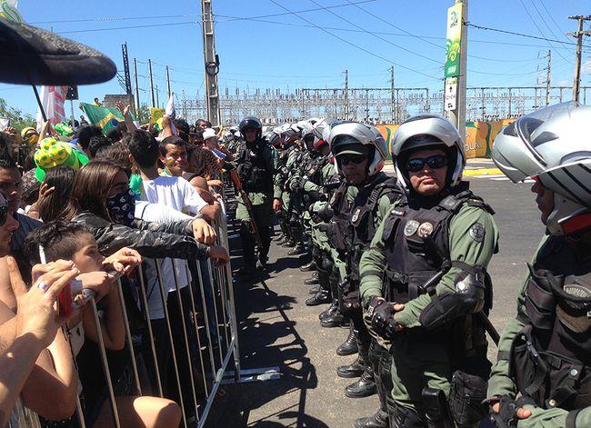 Protesto-Fortaleza-Barreira-PM-Carrieri_LANIMA20130619_0064_26