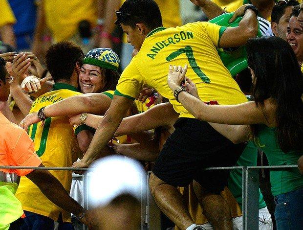 neymar_torcida_castelao_afp.jpg_95