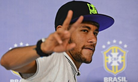Neymar Jr. Talks to reporters